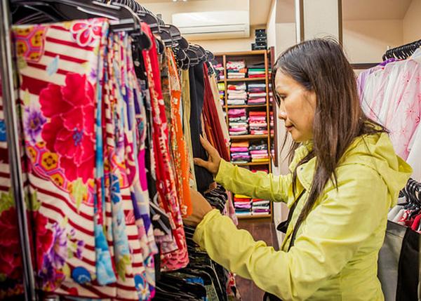 picking out a kimono